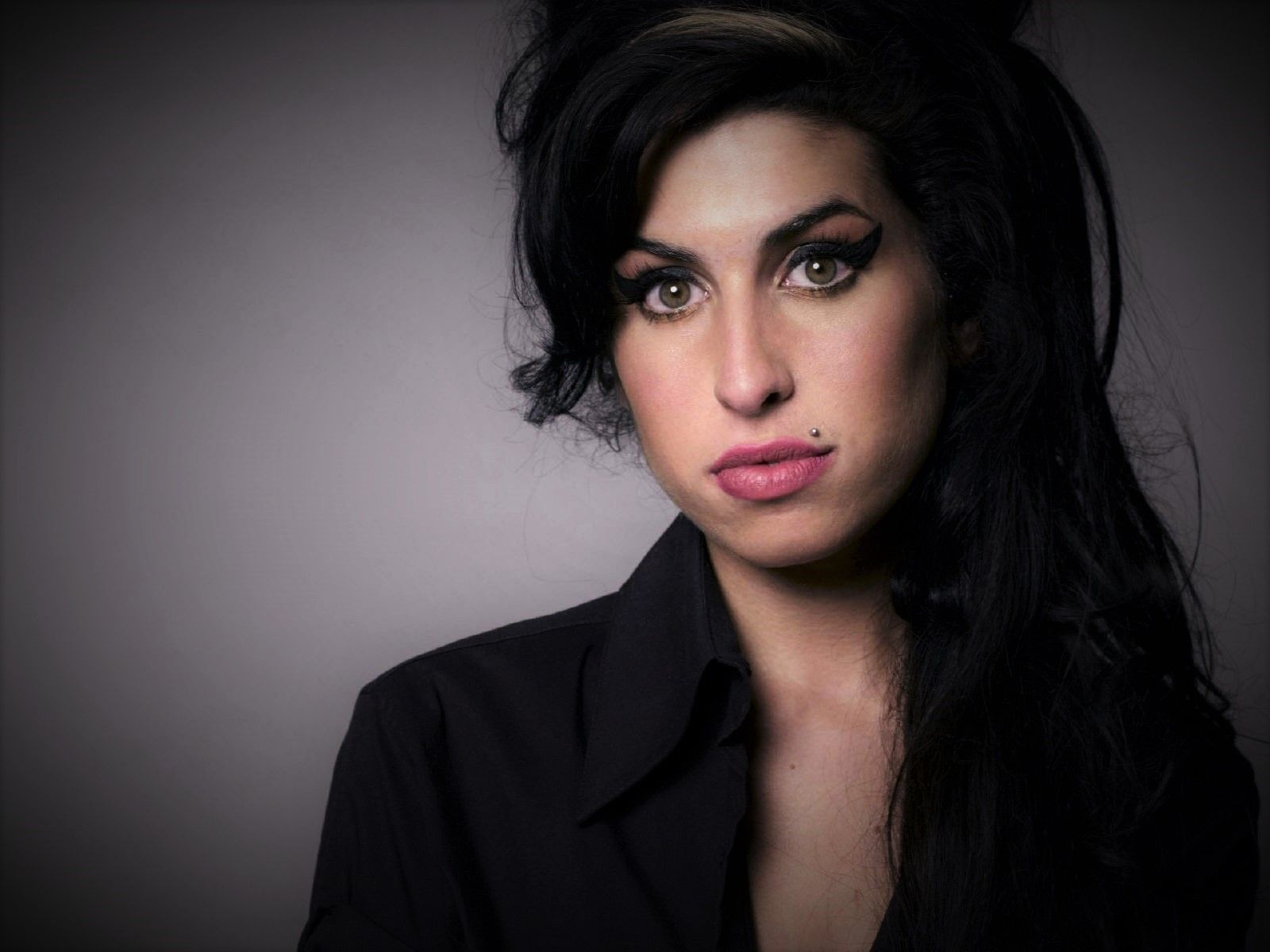 Wie Man Amy Winehouse Frisur Bekommt Amy Winehouse Amy Coole Frisuren