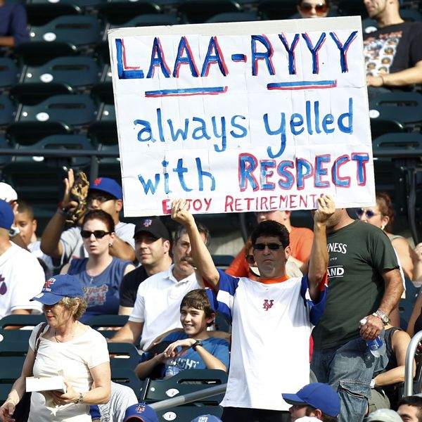 A Fan Holds A Sign To Honor Chipper Jones 10 Of The Atlanta Braves During The Game Even The Mets Fans Showing Respect Atlanta Braves Chipper Jones Braves