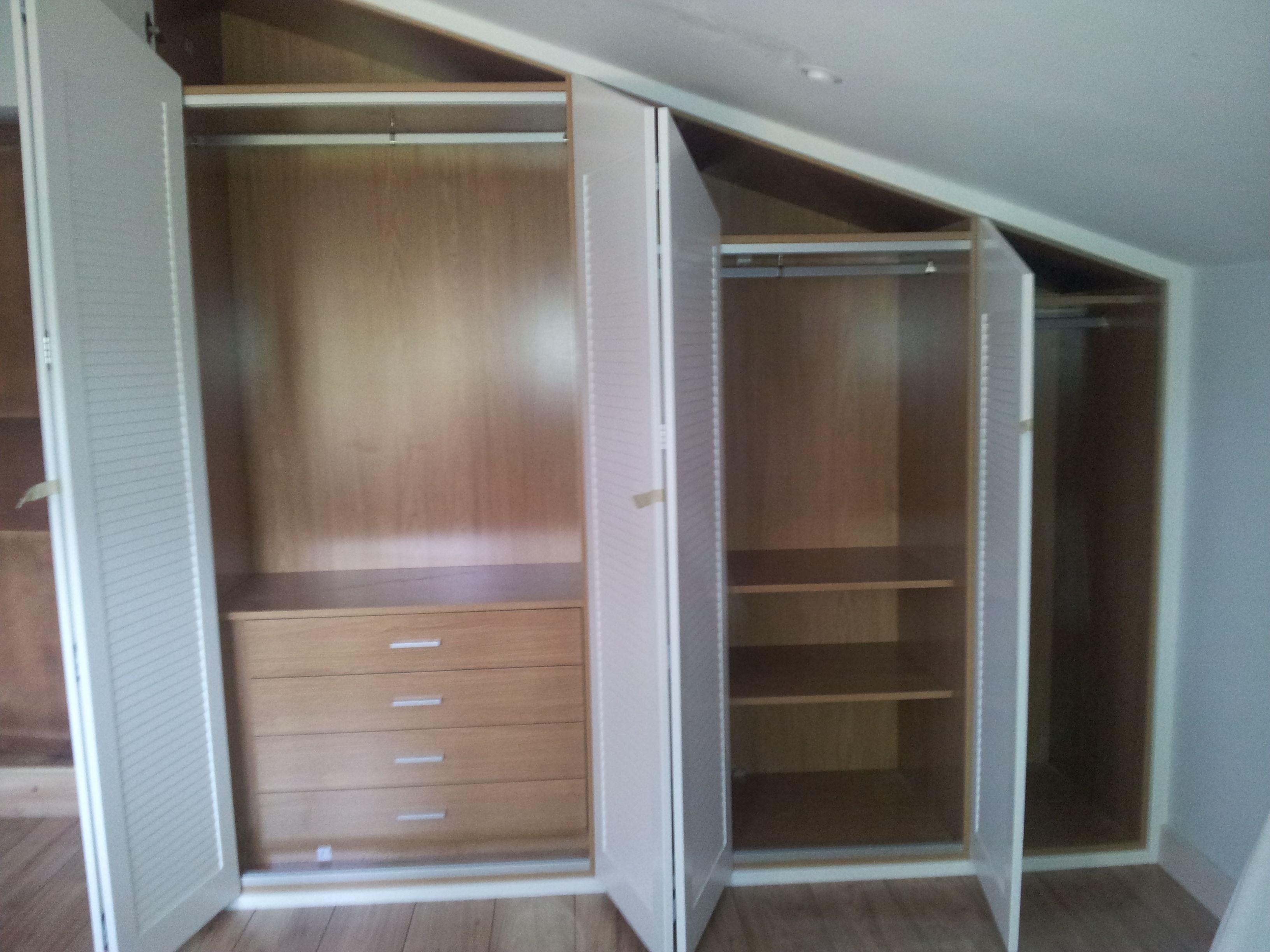 Armario de puertas plegables abuhardillado el lujo en su hogar - Puertas plegables armarios ...