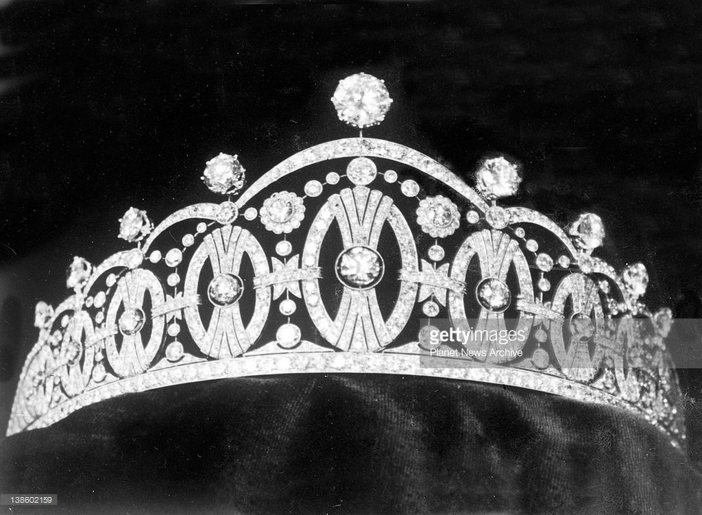 The wonderful diadem which is to be presented to Crown Prince Olaf and Princess Marthe of Sweden by the people of Stockholm as a wedding gift on the occasion of their marriage in Oslo on Thursday. The diadem is composed of 956 diamonds set in platinum.