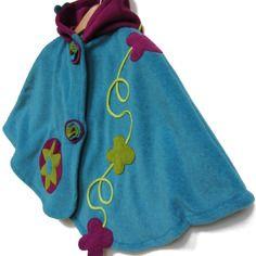 Cape à capuche lutin 3/4a en polaire bleu turquoise et rose violine