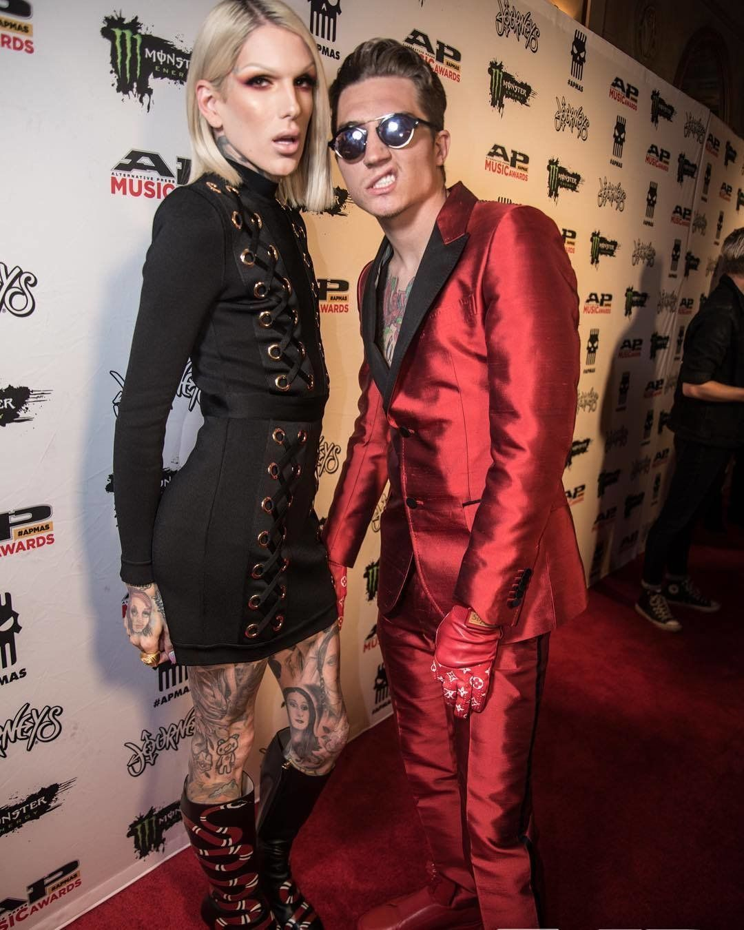 Nathan Loves The Gloves So Much He S Already Worn Them Here He S Rocking Them On The Alternative Press Music Awards Red Carpet Jeffree Star Jefree Star Jeffree Star Nathan