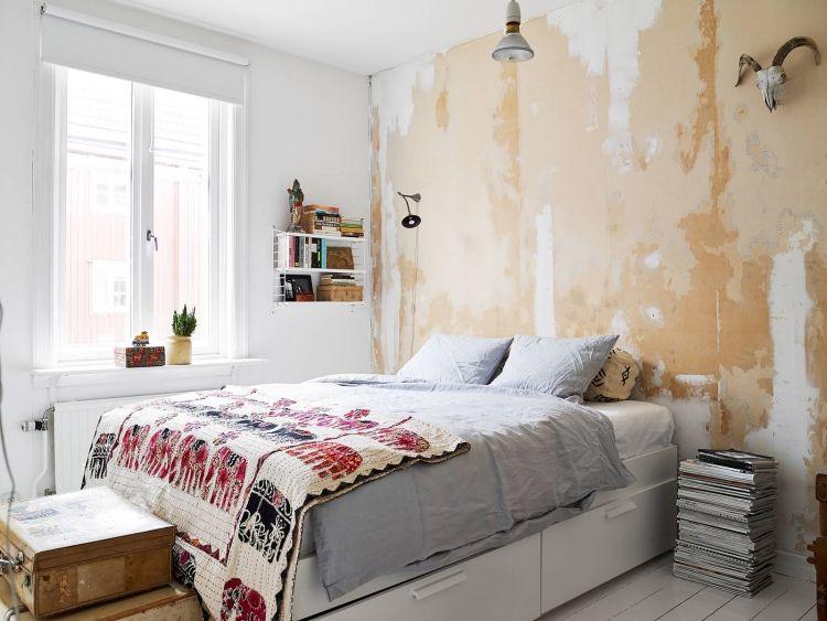 design scandinave, peinture murale beige à effet vieilli, lit avec ...