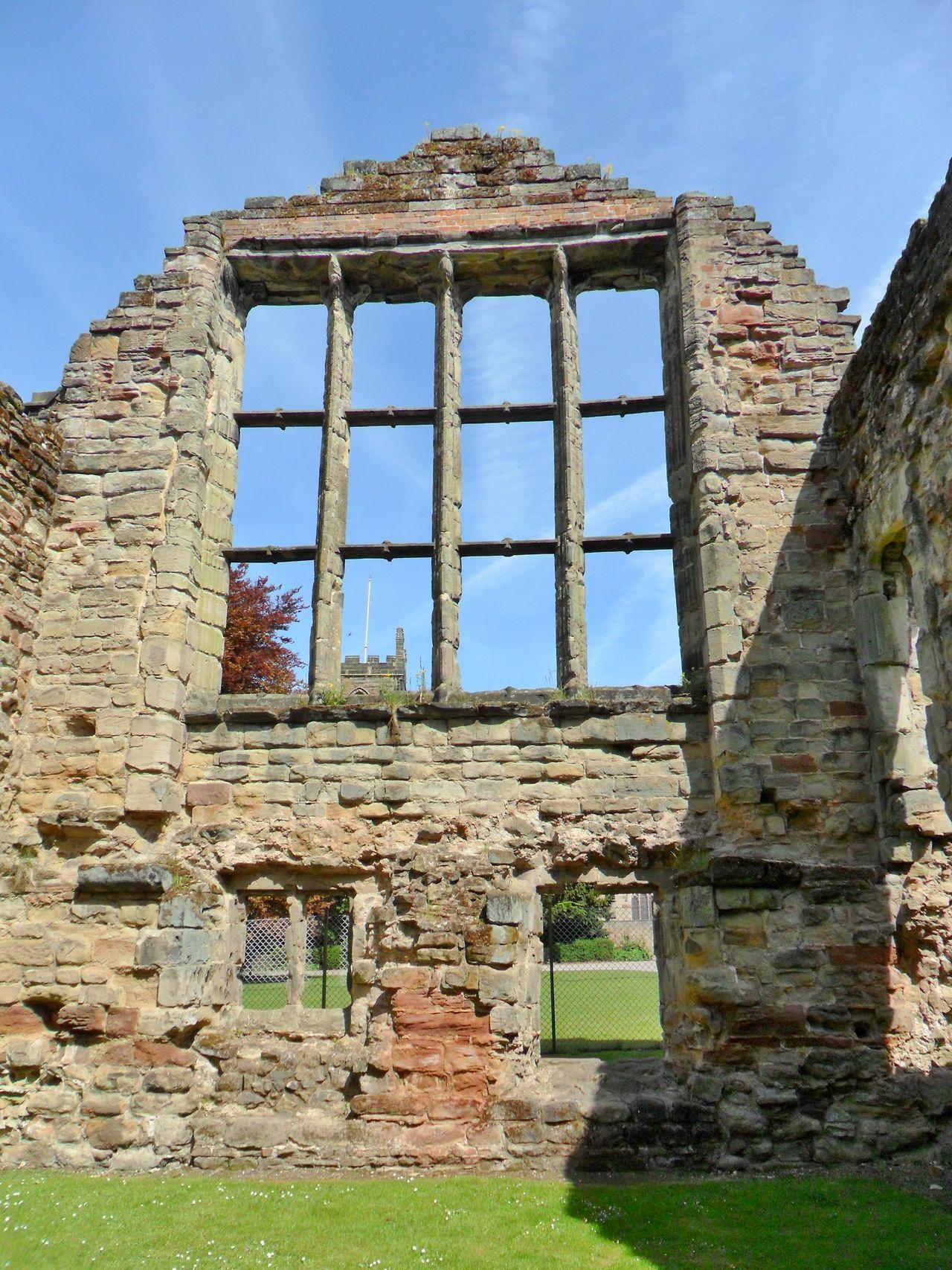 Tudor era window at ashby de la zouch castle ruins for Ashby windows