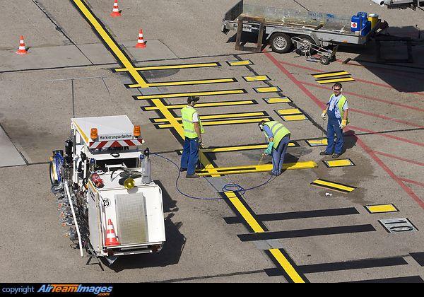 Renewing the gate markings on the tarmac      Hardwarethis