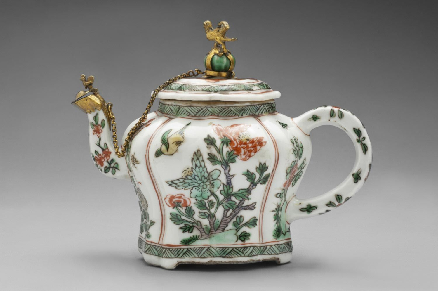 Teapot and Cover Artist/maker unknown, Chinese Qing Dynasty (1644-1911) Kangxi Period (1662-1722)