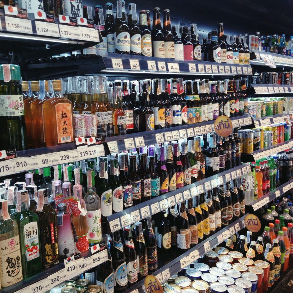 Pin By Jorge Diaz On Supermercado Retail Store Design Beer Garden Ideas Beer Garden