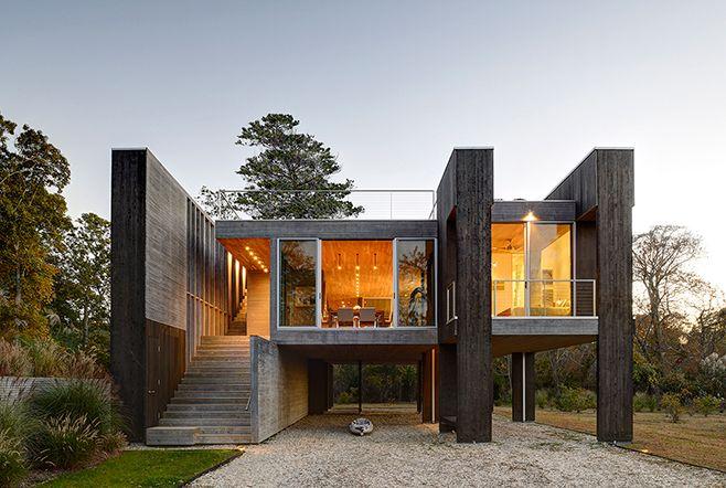 northwest harbor, nos hamptons | projeto: bates + masi | em vez de fazer uma casa comum sobre um piso construído, os arquitetos criaram uma estrutura elevada