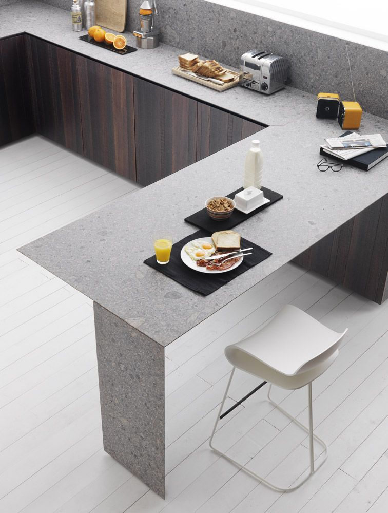 Zampieri - #Y kitchen in thermal vintage oak and gloss white lacquer. A detail of blue trachyte top.