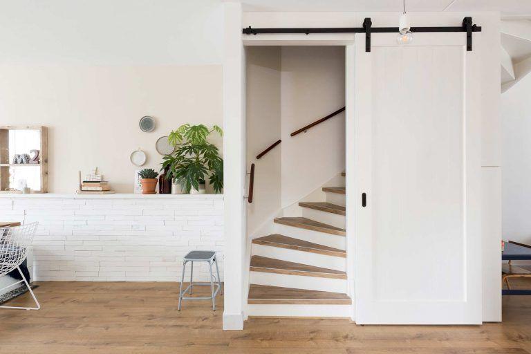 Open trap in woonkamer weggewerkt incl trapkast huis in