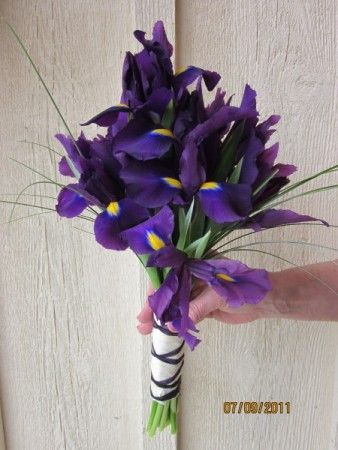 Simple Iris Bouquet Easy To Diy My Favorite Flower Had To Repin Iris Wedding Diy Wedding Bouquet Purple Iris Wedding Bouquet