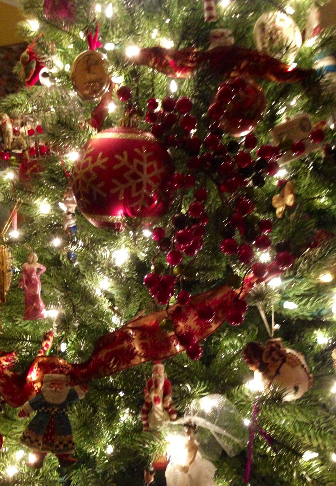 christmas tree decor with ribbon