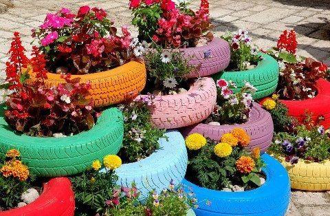 a llenar de flores el jadin...