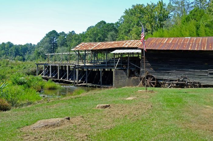 10 Amazing Places You Can Go On One Tank Of Gas In Mississippi My Majestic Mississippi Mississippi Places State Of Tennessee