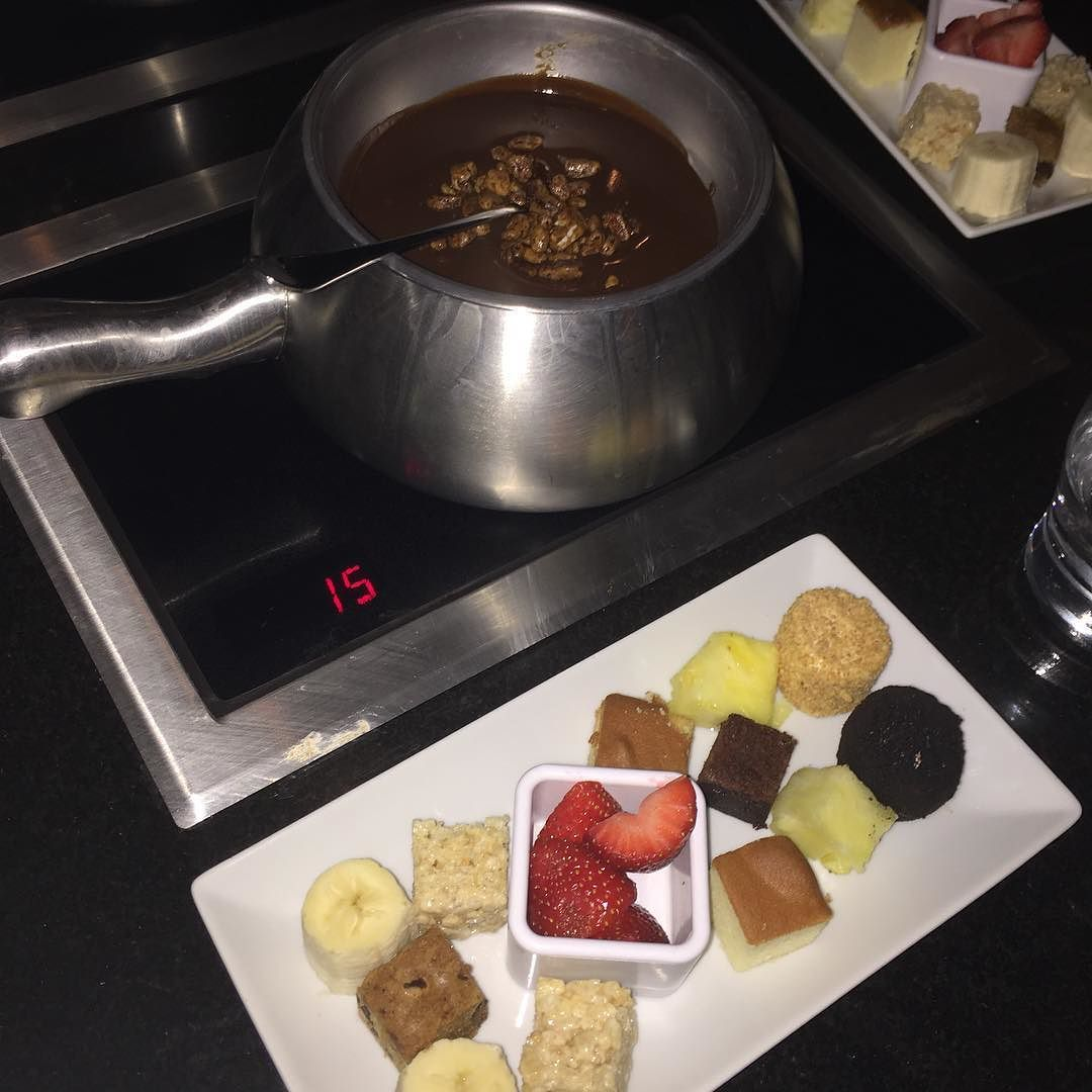 Thamer Awliya ثامر أولياء On Instagram تكملة تقريري عن المطعم الامريكي مطعم ذي مولتن بوت The Melting Pot حسابهم الرسمي على Food Desserts Chocolate