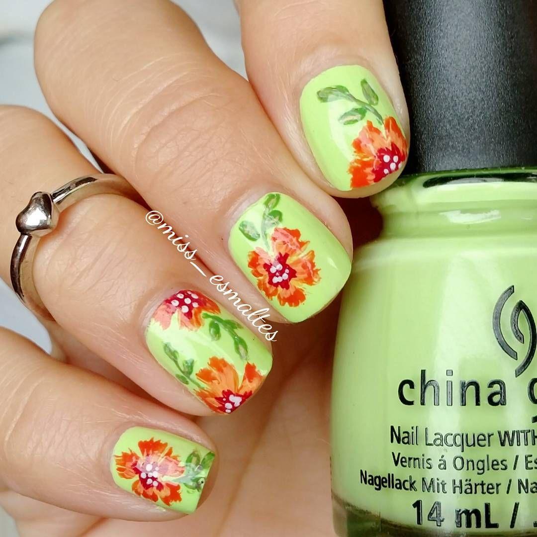 Flores para hoy .. Usé de base de #grassislimegreener #chinaglaze ...