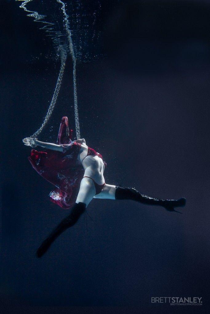 Aerials Chains Underwater | Underwater Photographer Brett Stanley