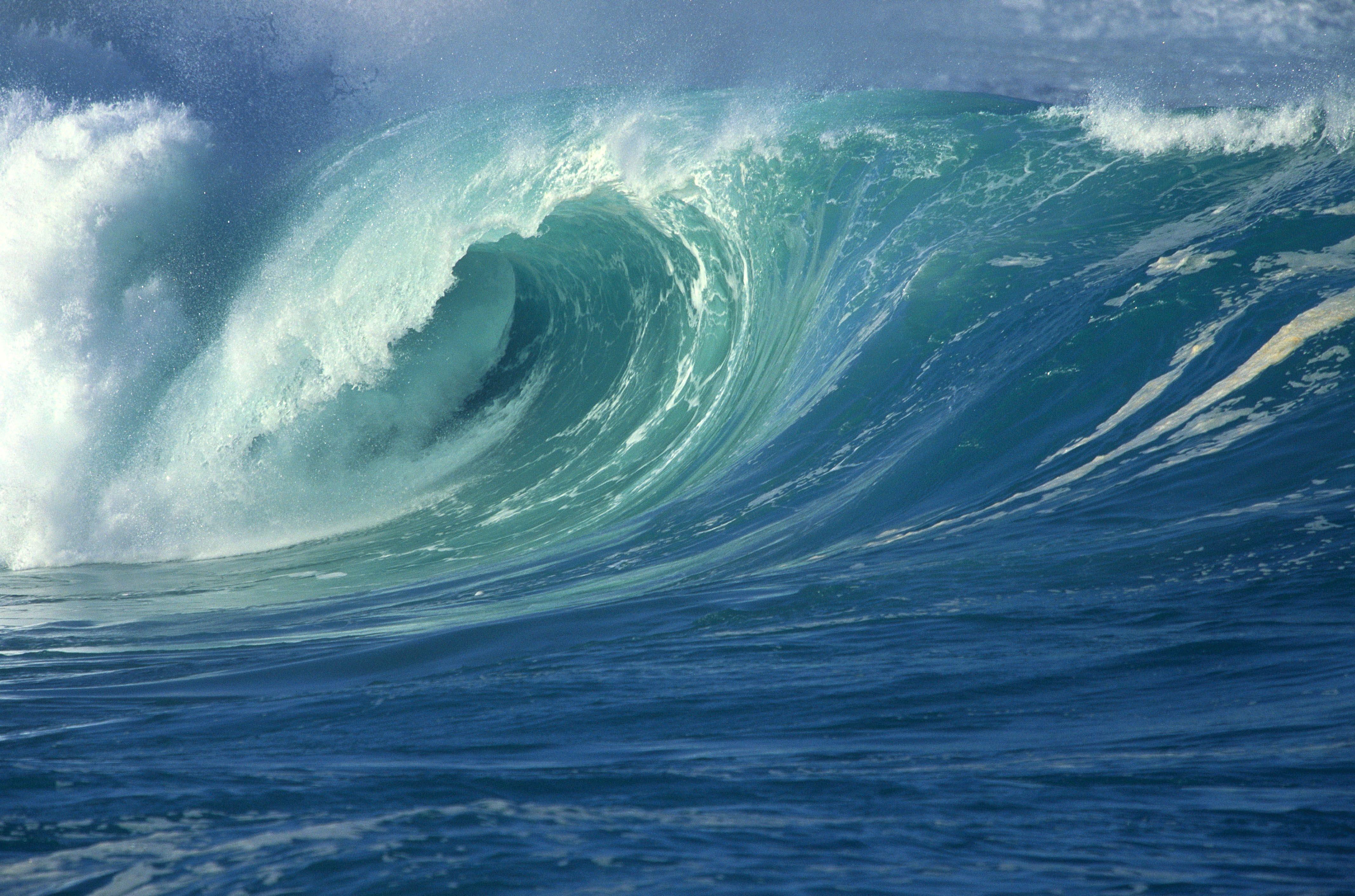 Scaricare gli sfondi mare oceano onde schiuma sfondi for Sfondi desktop tramonti mare