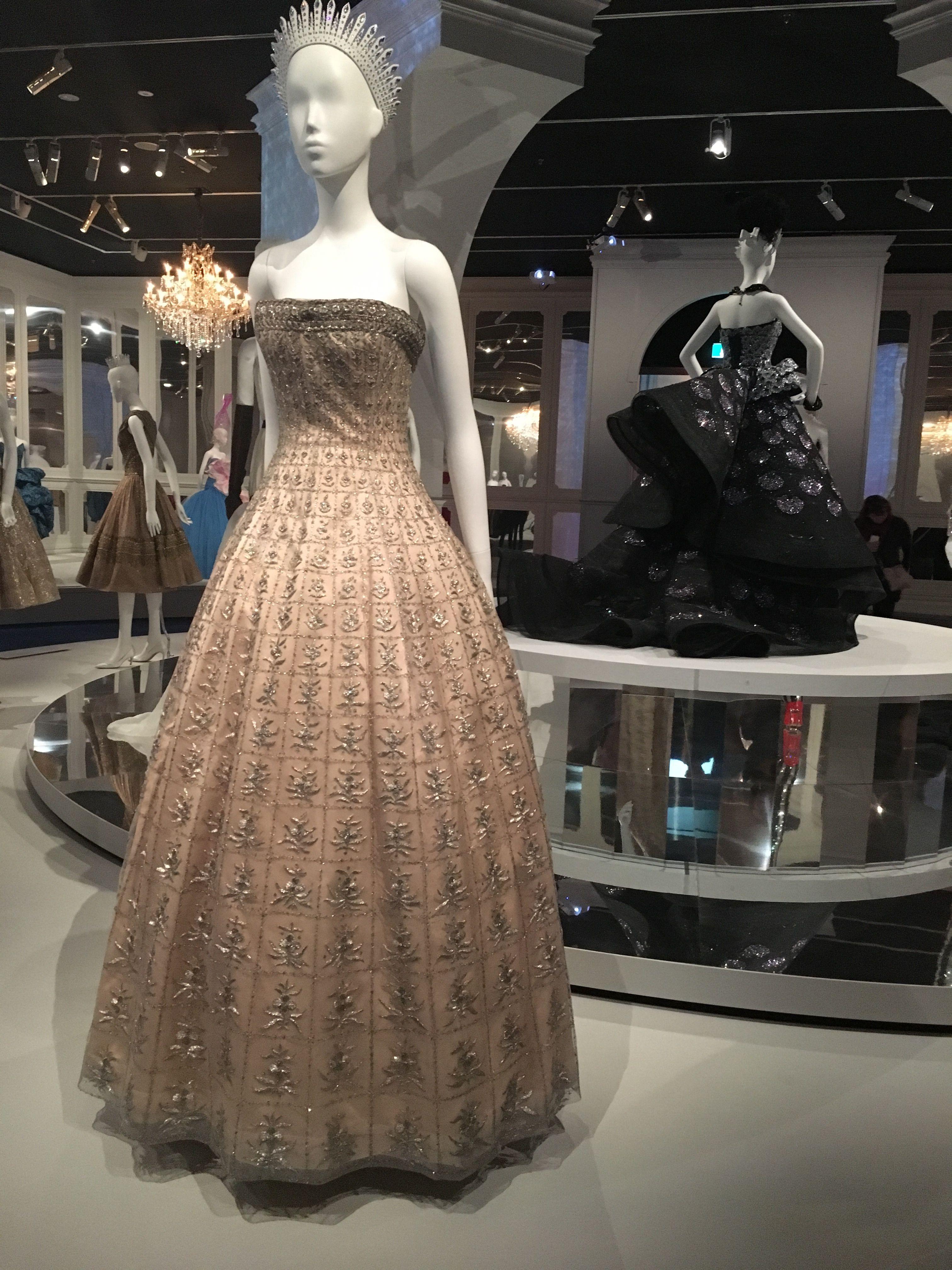 Dior, Soirée Brillante evening gown, 1955. | Theater 221 | Pinterest ...