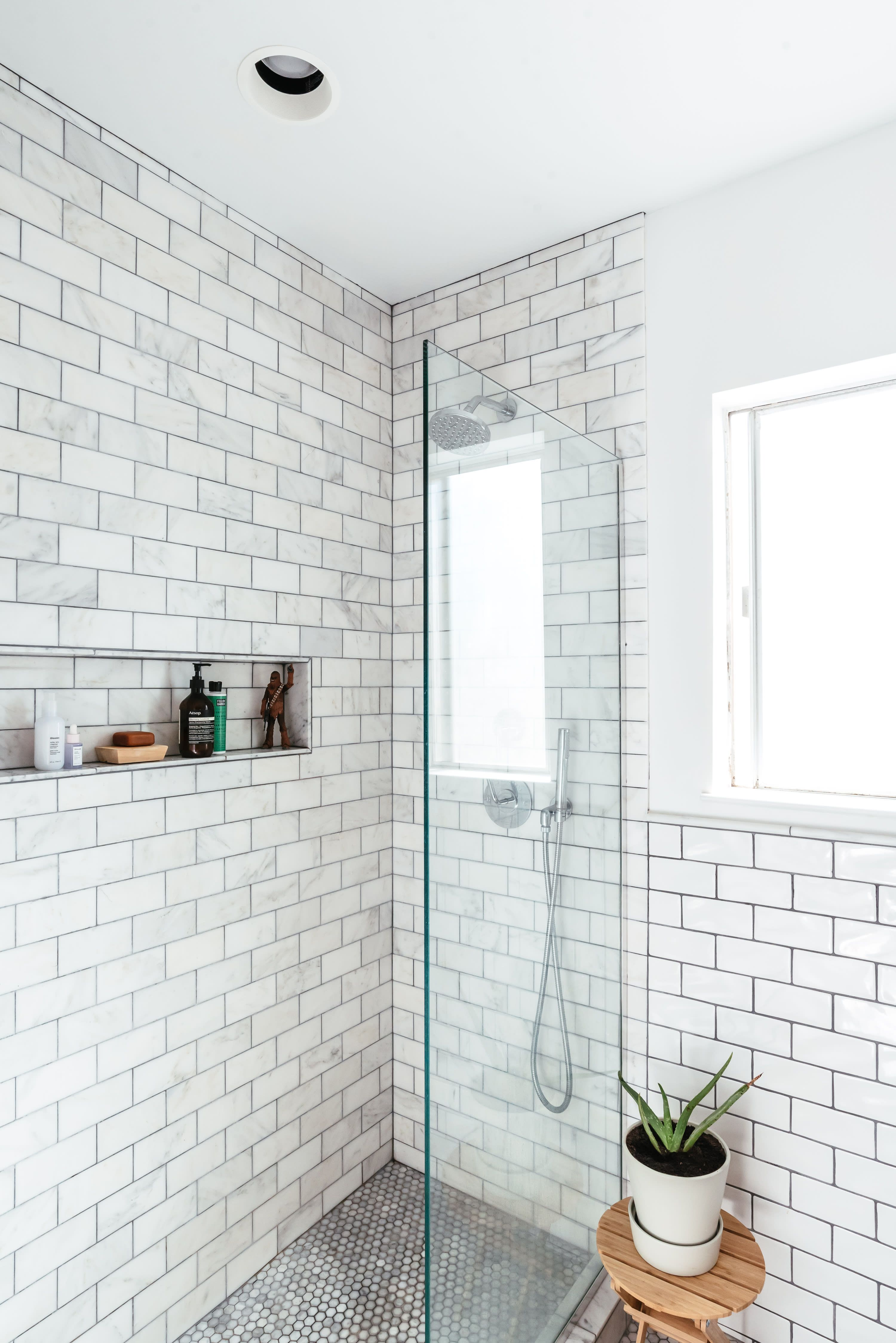 50 Gorgeous Bathroom Tile Ideas To Get Your Design Juices Flowing #bathroomtileshowers