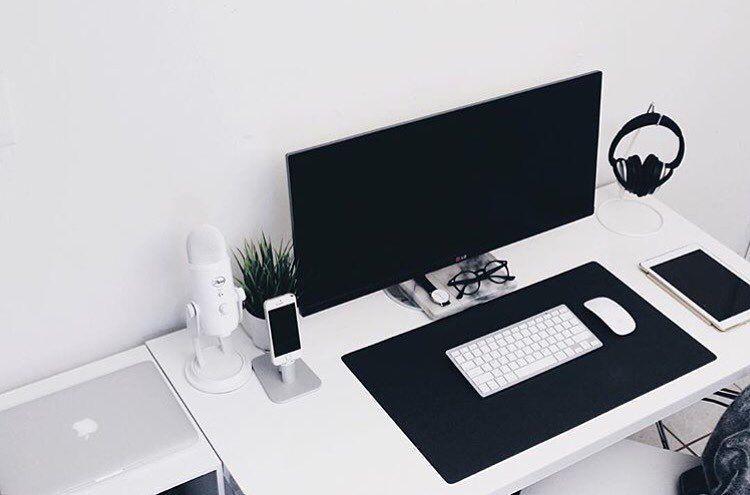 stylish office desk setup. setup by: @nuriellly #minimalsetups #workspace #minimal stylish office desk 2