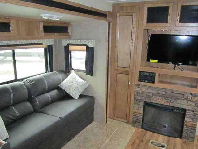 2016 New Forest River COACHMEN CATALINA CAT243RBS Travel Trailer in Illinois IL.Recreational Vehicle, rv, 2016 FOREST RIVER COACHMEN CATALINA CAT243RBS,