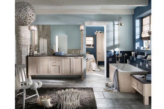 Salle de bain bleue ambiance maritime - 19 salles de bains tendance à ne pas rater en 2012 - CôtéMaison.fr