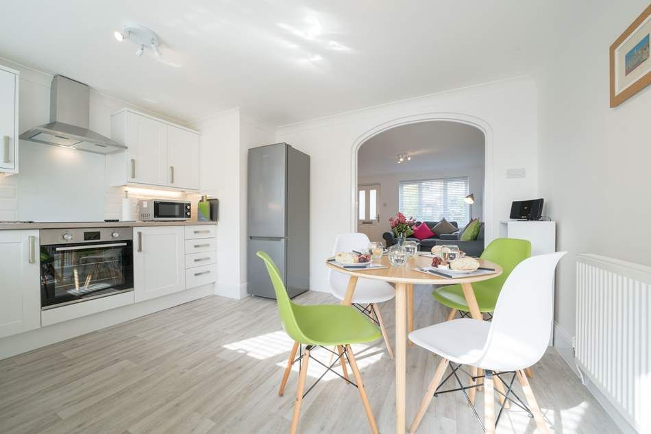 Pebbles, Seaview Pebbles | Seaview | Sleeps 3 + cot. Within a few minutes' walk to the beach and local amenities, guests can take a stroll to the Old Fort pub on the seafront and enjoy a glass of wine whilst gazing across the Solent.