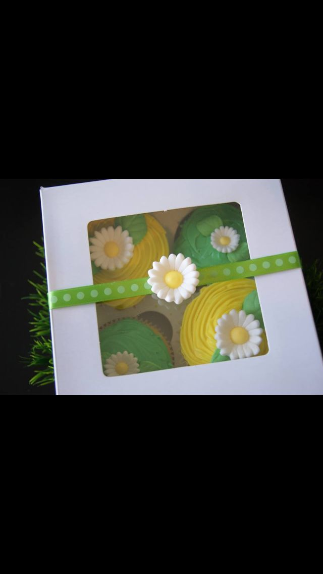 Spring cupcakes from Kelly's Cupcake Company Naples, FL. #kellyscupcake #company #cupcakes #spring #Naples #bakery