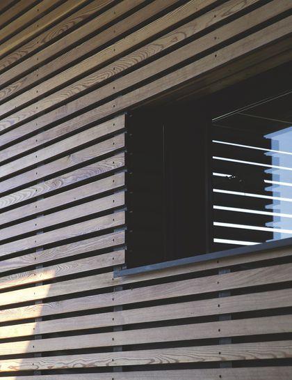 Maison d 39 architecte moderne au bord du lac l man bardage voie et bardage bois - Bardage moderne ...