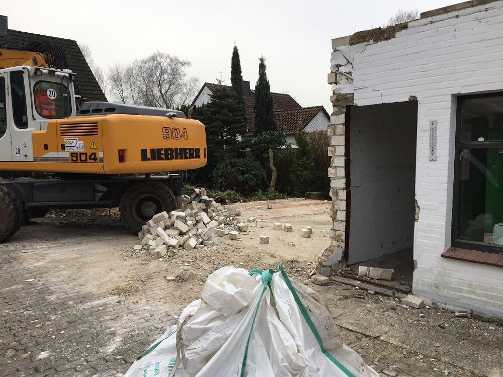 Hausabriss Vom Altbestand Auf Unserem Grundstuck Worauf Achten Haus Bauen Haus Und Bau