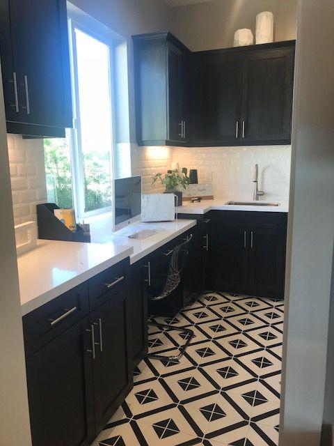 Black and white deco kitchen floor