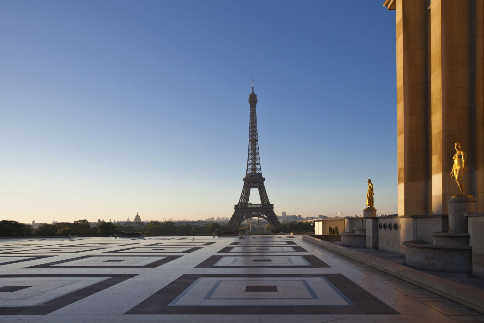 10 Empty Tourist Attractions That Will Make Any Traveler Giddy