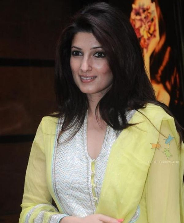 twinkle khanna and her sister