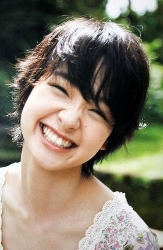Au Cm スマホの悩み 編出演の 剛力彩芽 日刊cmアイドル画像ニュース Q 顔 美しい笑顔 アイドル