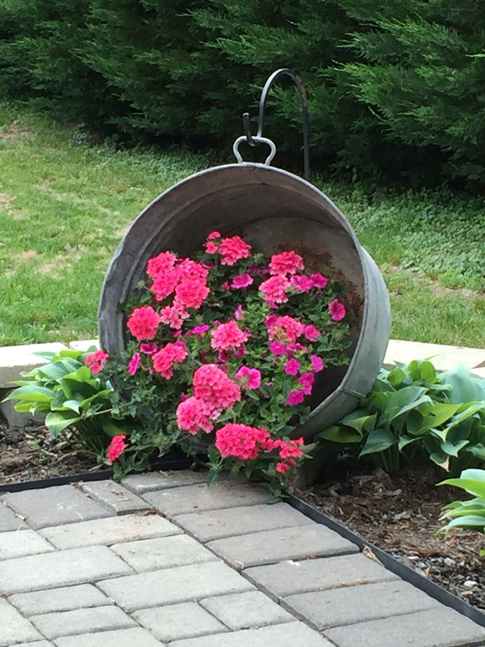 Hanging Washtub With Flowers Saw This On Pinterest Years Ago And Finally Got Around T Container Gardening Garden Yard Ideas Diy