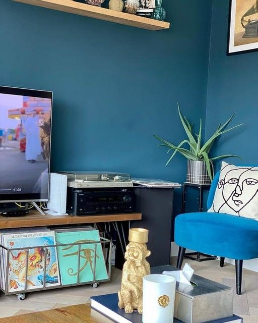—@travellingtrinkets - Pretty yet messy ! #livingroomdecor #livingroom #interiordesign #interior #interiorstyling #madedesign #madewithlove #madedotcom #bluewalls #homeoftravellingtrinkets #homedecor #homestyle #myhometrend #myhome #myhomedecor #myhomethismonth #interiordecorating