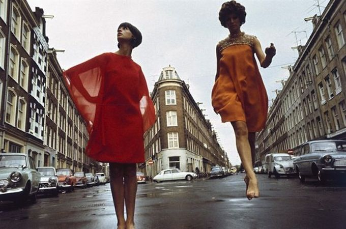 Boudewijn Neuteboom, Amsterdam 1967  Tentoonstelling 'Alles behalve kleren' over grensverleggende modefotografie in Nederland. Museum Arnhem, 13 juni - 13 september 2015. #modefotografie #BoudewijnNeuteboom