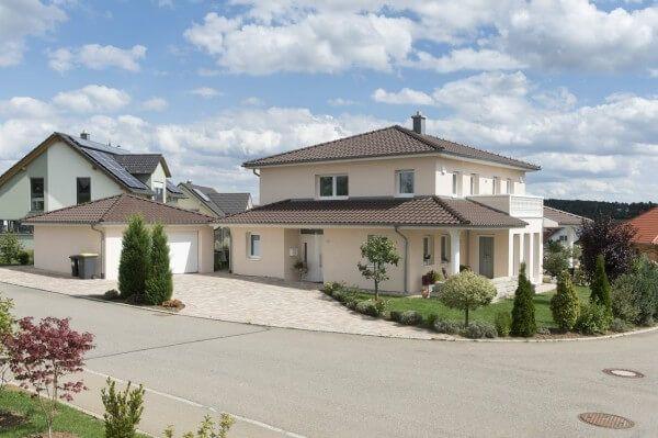 Moderne häuser zeltdach  Stadtvilla - elegantes Raumwunder mit viel Platz für die Familie ...