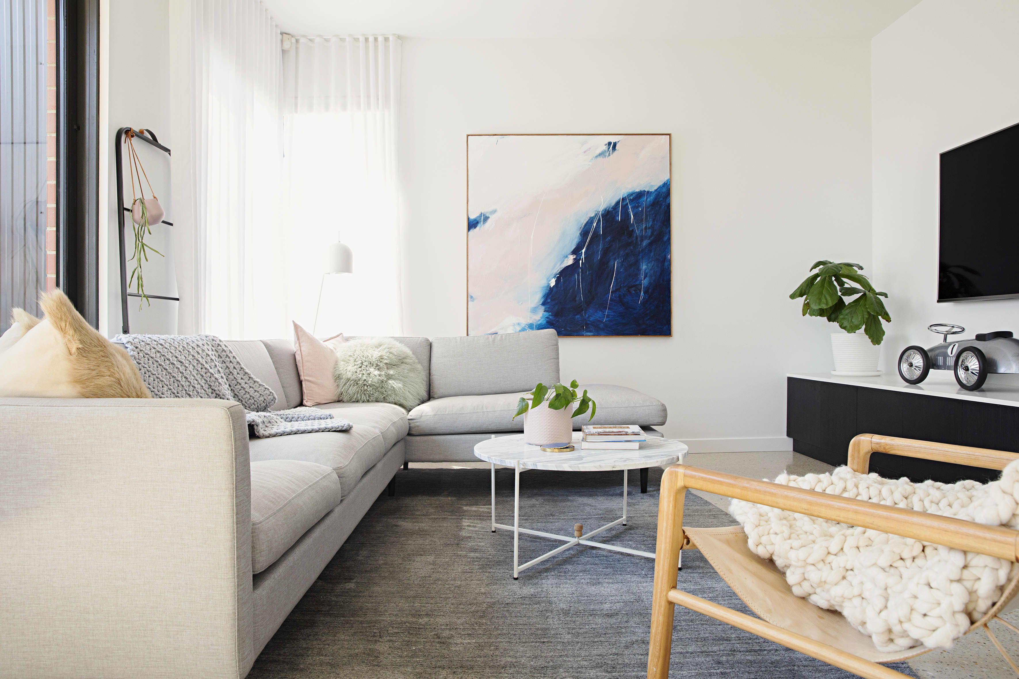 An Australian House Masters Warm Minimal Modern Style Interior Design Living Room Australian Homes Master Bedroom Paint