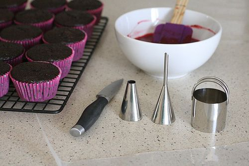 filling cupcakes...  How to do 3 ways, before baking, cut center and bag/tip filling...  good info...