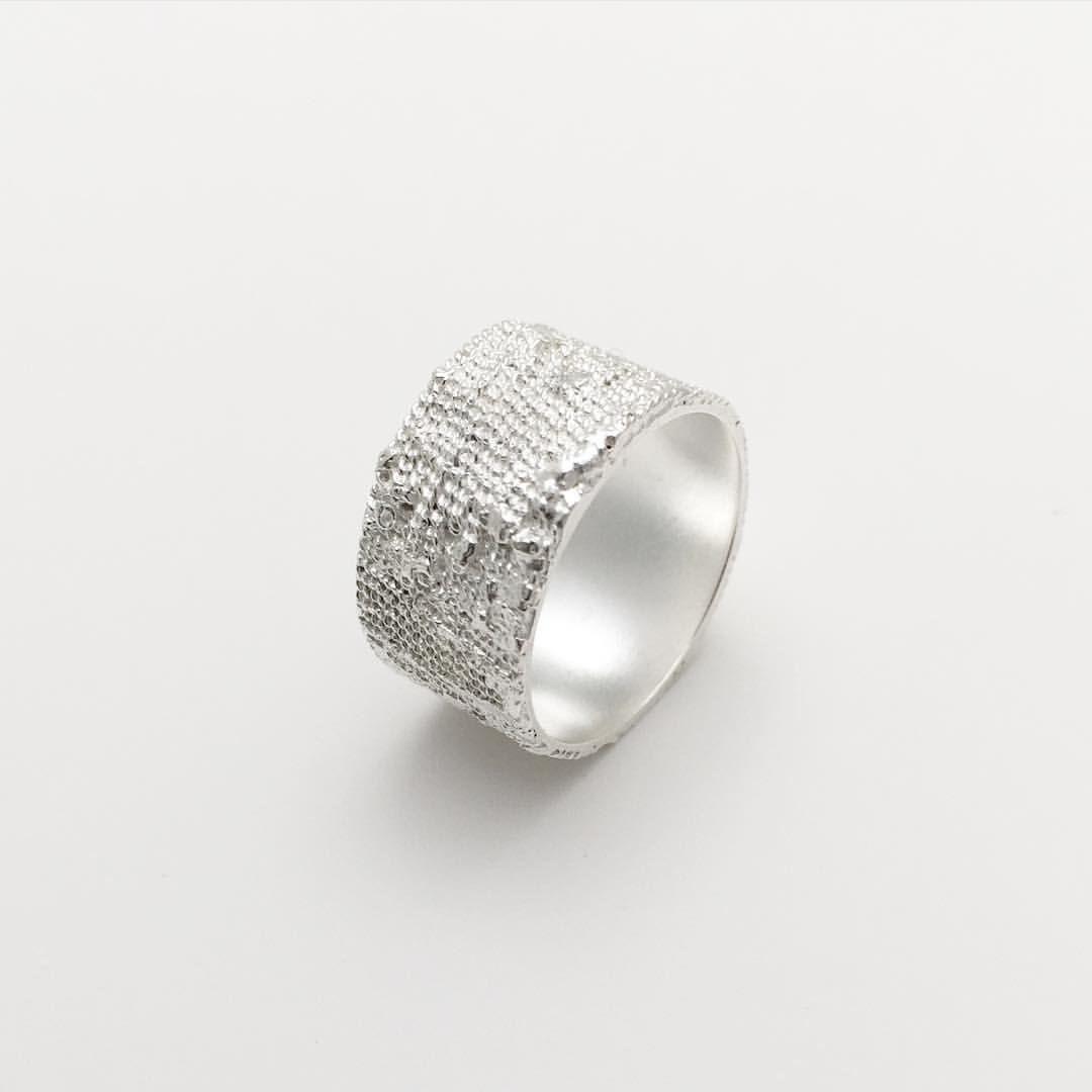 Min-Ji Cho Jewellery, ring #minjicho #mjcjewellery #mjcschmuck #silverjewellery #contemporaryjewellery #handcrafted #ring