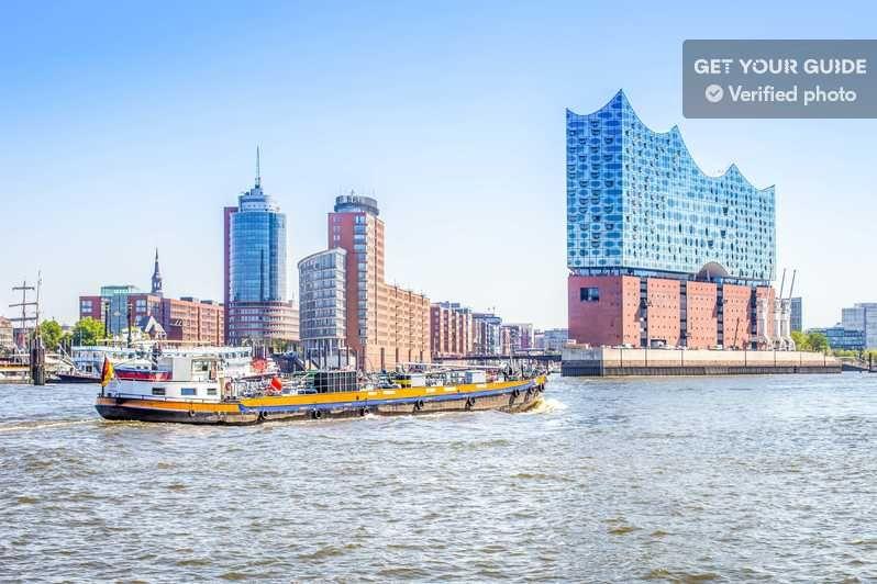 Hamburg Elbphilharmonie Speicherstadt Hafencity In 2020 New York Skyline Skyline Travel