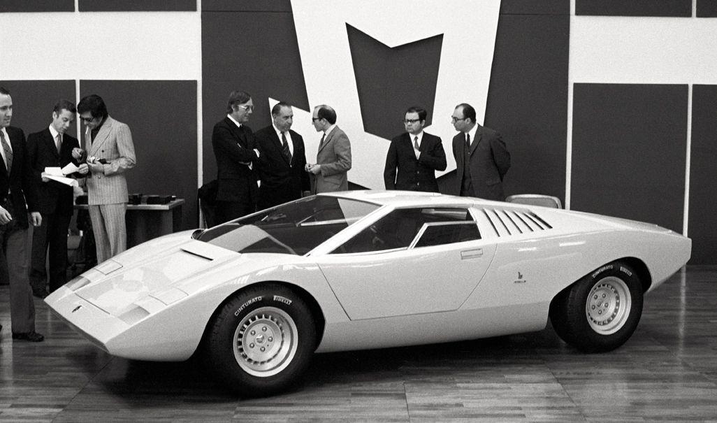 beaba2e6b8f9 1971 Geneva Motor Show - Bertone s Lamborghini Countach concept car has its  V12 engine mounted fore