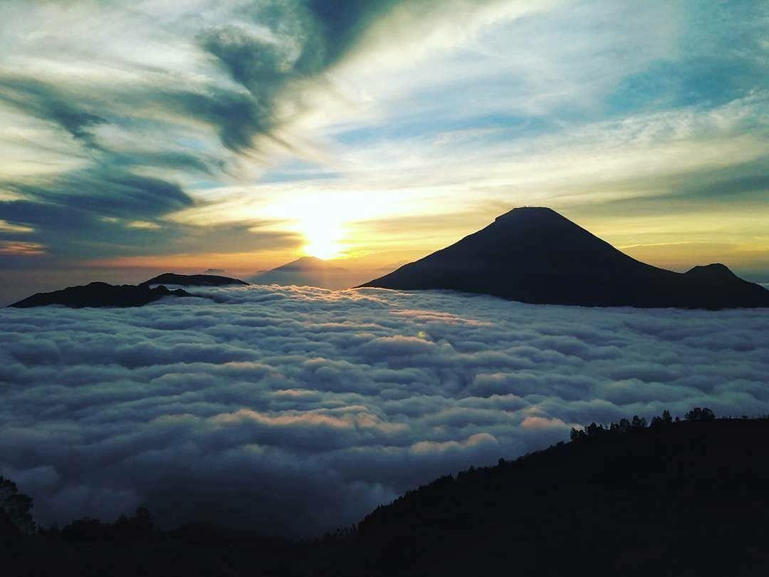 Morning From Negeri Di Atas Awan Location Puncak Sikunir Dieng Plateu By Eka Alfiyani90 Exploredieng Dieng Diengwon Perjalanan Indonesia