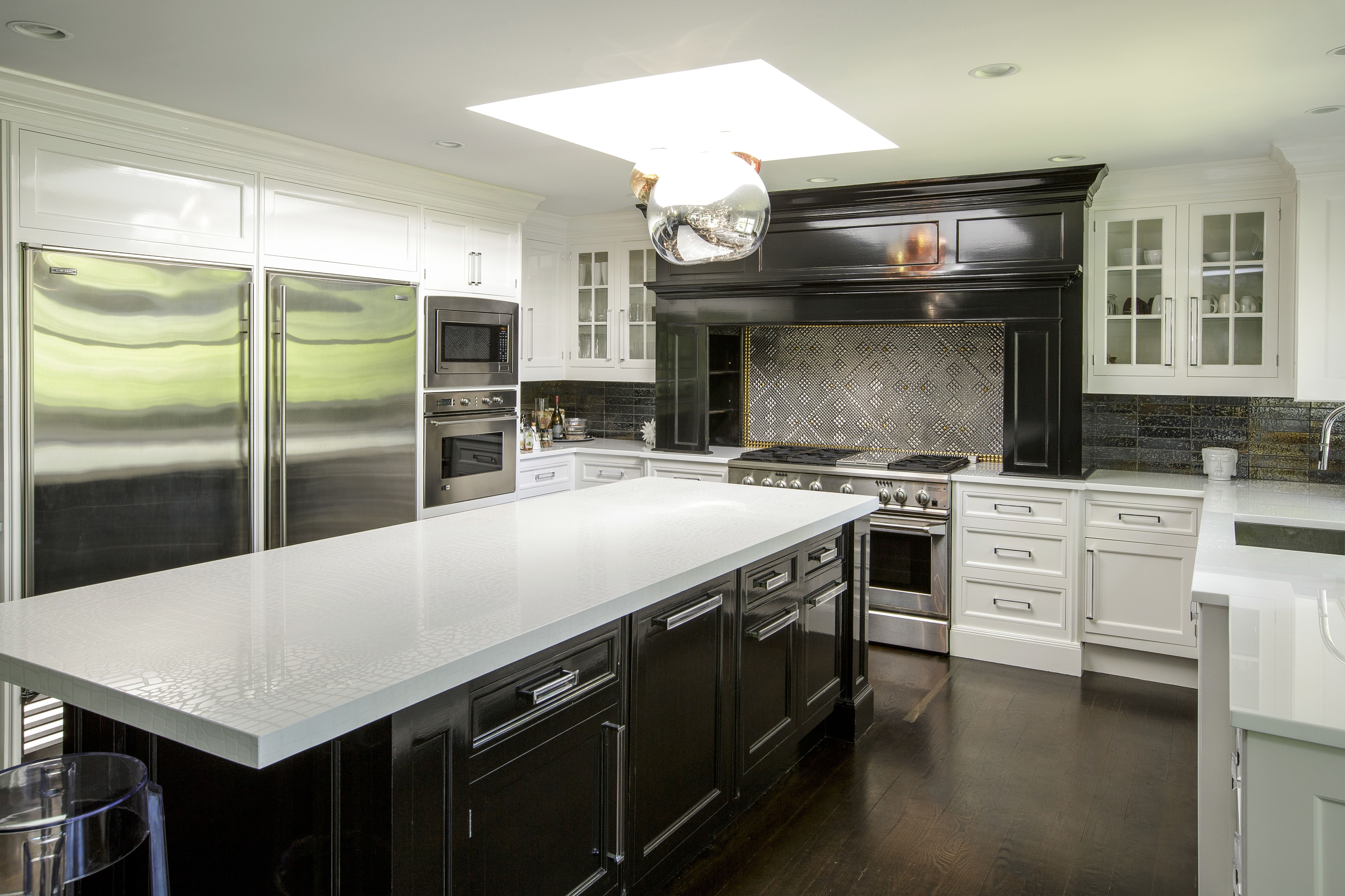 Contemporary transitional Kitchen Black and white