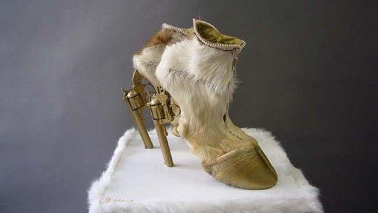 ドイツ人デザイナーは馬の蹄やヘビ、鳩の死骸で奇抜な靴を作る   Lifener   ライフナー