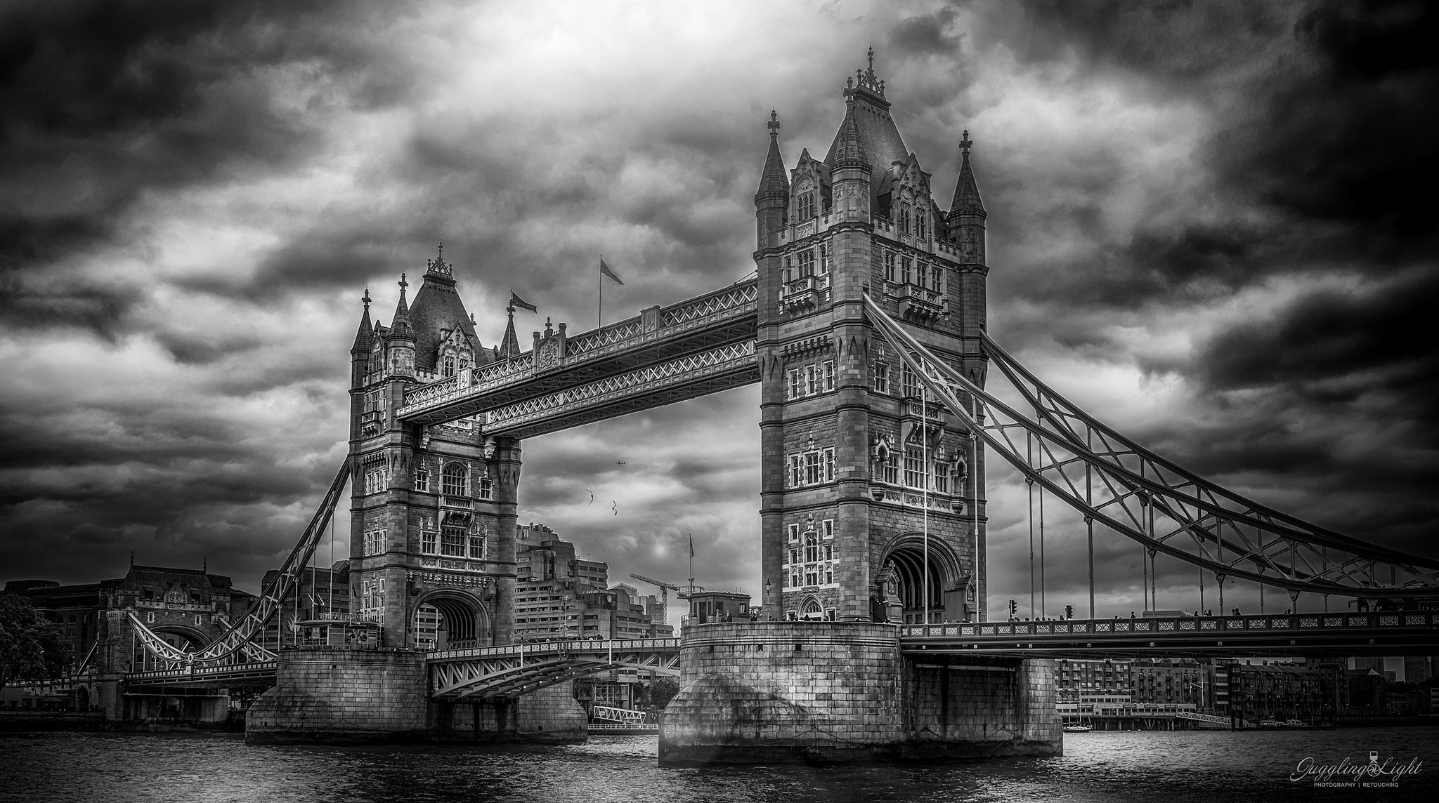 London Bridge by Juggling Light  - Photo 135400703 - 500px