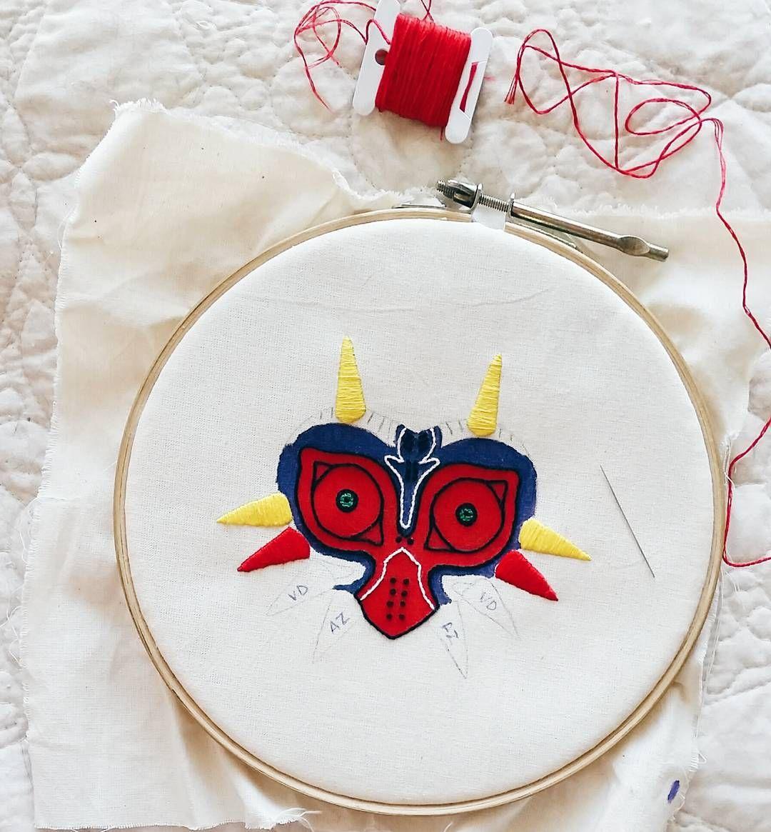 """98 curtidas, 10 comentários - Marina Burity (@bordadosdaburity) no Instagram: """"Preenchendo a máscara com muito ponto cheio! 😥 ---------------------------- Filling up the mask…"""""""