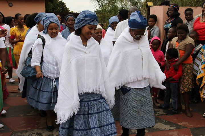 What clothes do tswana people wear?